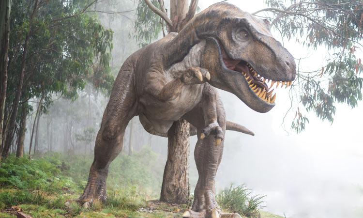utahraptor dinosaur flasing its sharp teeth